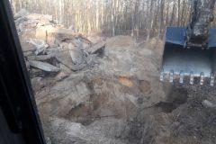 wyburzenie fundamentów koparka