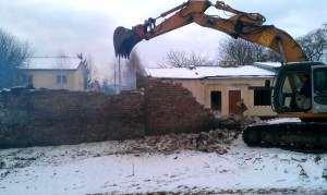 Wyburzanie budynków na terenie Warszawy.