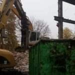 Rozbiorka budynku koparka gąsienicowa